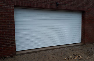 A Carteck standard rib insulated sectional garage door. Fitted near Basingstoke, Hampshire.