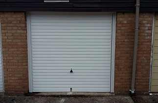 A Garador Horizon on retractable plus door gear fitted with a white steel frame. Door fitted in Bracknell, Berkshire.